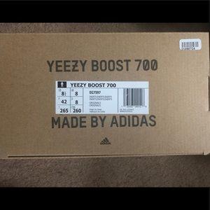 Yeezy boost 700 interia